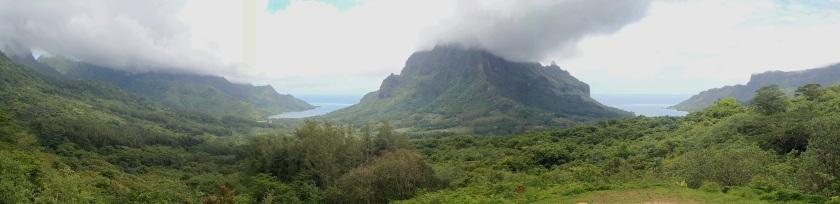Baies de Cook et d'Opunohu, photo prise en mode panoramique - Cliquer pour agrandir