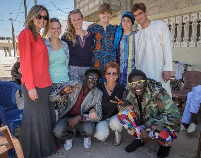 Au bas: Cheihk, Louise et Habib; 2e rangée de la gauche:  Rebecca, Elena, Sarah, Nora, Cindy et Simon.