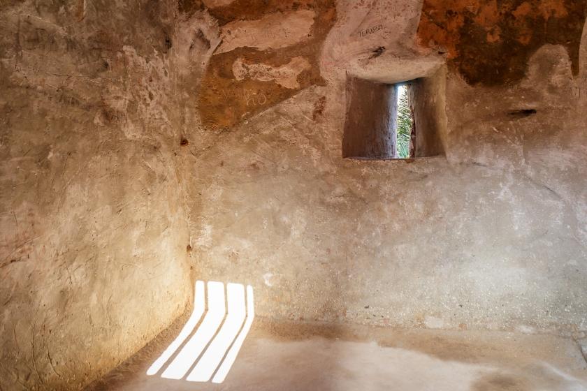 Cette petite pièce d'environ 10 X 10' pouvait contenir jusqu'à une centaine d'esclaves en attente d'être vendus.